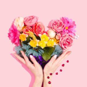 ハートのお花と手