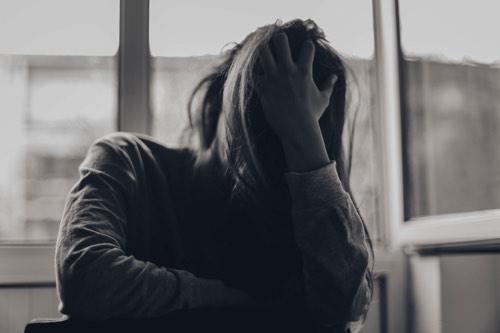 絶望している女性